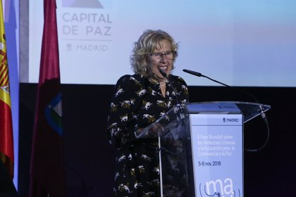 """Carmena llama a fortalecer la democracia ante """"épocas oscuras"""" en un discurso en el que recuerda a Mariana Pineda"""