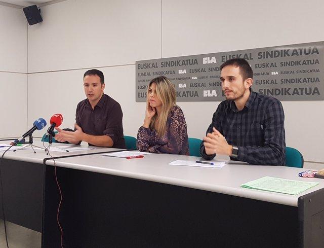 Mitxel Lakuntza (i), María Balda e Iñaki Zabaleta, del sindicato ELA.