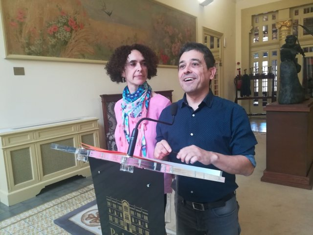 Nel Martí y Patrícia Font en el Parlament