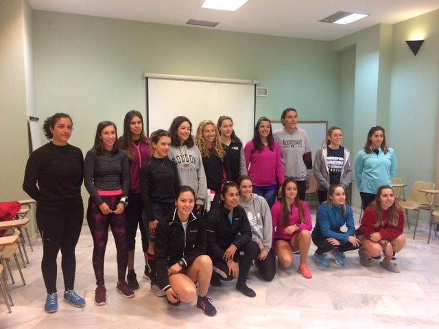 Las 14 participantes del Programa Detección de Talentos Canoa Mujer