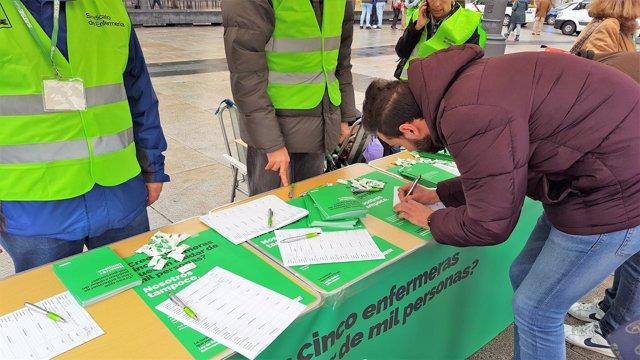 Satse recoge firmas para fijar por Ley un número de pacientes por enfermero