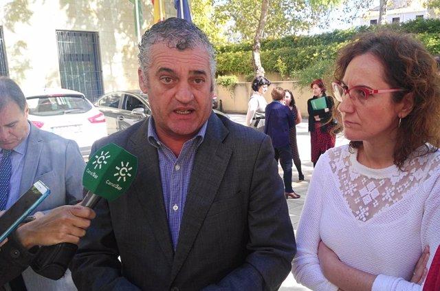 El consejero Javier Carnero con Nueria López (CCOO-A)