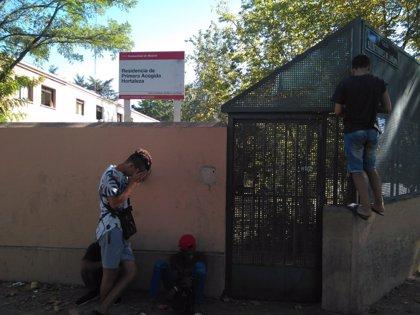 Moreno niega que la Comunidad haya puesto en riesgo a menores no acompañados