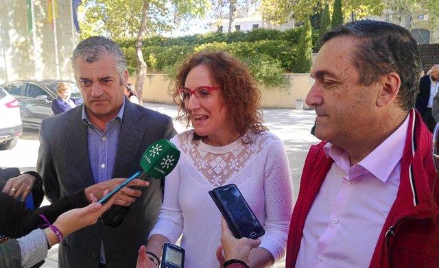 Nuria López (CCOO-A), el secretario de CCOO Málaga y el consejero Carnero