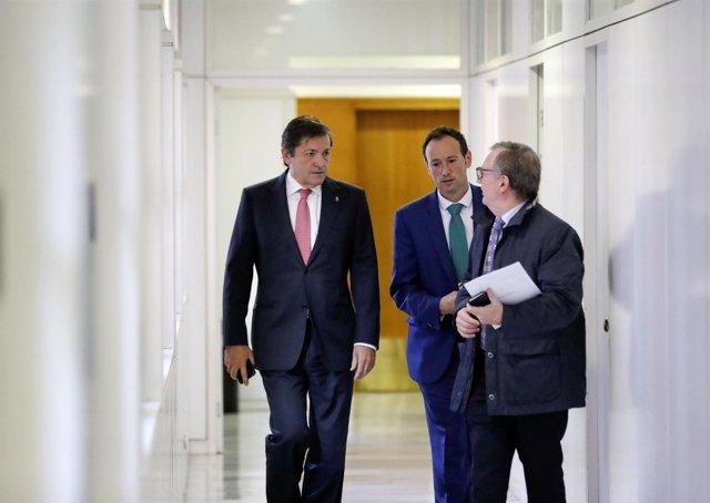 Fernández, Martínez y Del Busto tras el Consejo de Gobierno