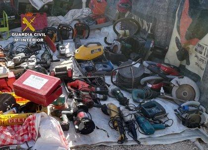 La Guardia Civil sorprende a una persona vendiendo un centenar de herramientas supuestamente sustraídas