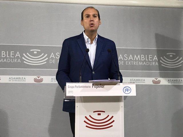 El portavoz de Hacienda del PP, Luis Alfonso Hernández Carrón