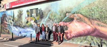 La Huerta y el Río Segura protagonistas de un mural en el barrio de San Antolín
