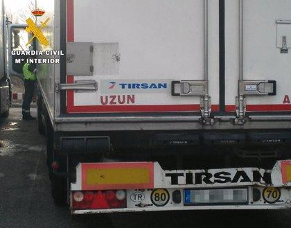 Inmovilizan en Burgos un camión cuyo conductor llevaba al volante 31 horas sin descansar