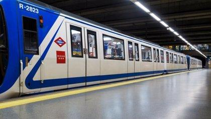 Muere el hombre arrollado por el Metro tras saltar entre los acoples en Alvarado