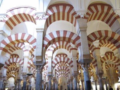 La alcaldesa de Córdoba dice que el éxito de la Mezquita no está en la gestión única del Cabildo y cita a la Alhambra