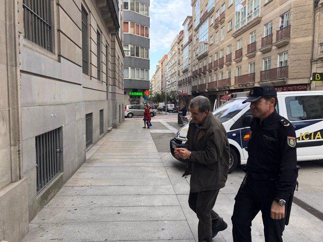 Miguel Rosendo entrando en el juzgado de Pontevedra.
