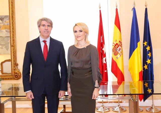 El presidente regional Ángel Garrido y la alcaldesa de Bucarest