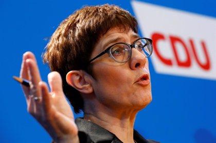 La jefa de la CDU se niega a hacer campaña contra otros candidatos por el liderazgo conservador