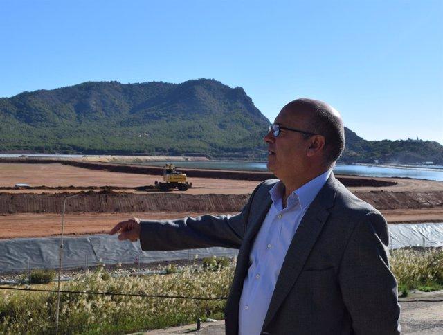 El diputado Luis Fernández de Cs en su visita a Portmán