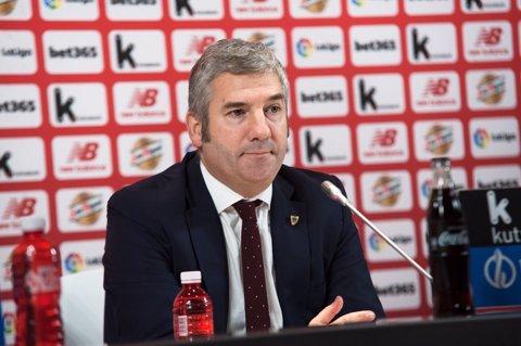 El president de l'Athletic Club, Josu Urrutia, durant l'anunci del seu comiat