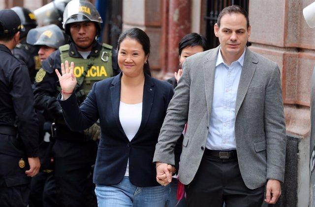 Keiko Fujimori y su marido, Mark Vito