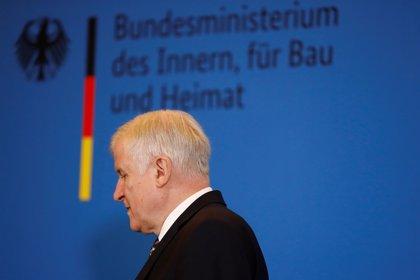Seehofer se reivindica como líder de la CSU bávara tras los rumores sobre su dimisión