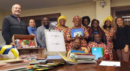 La Fundació Pagesos Solidaris entrega material escolar para una escuela de Camerún