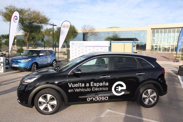 Momento de la Vuelta a España en vehículo eléctrico en Mallorca