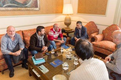 """Los trabajadores de A Coruña piden al Gobierno que """"actúe ya"""" frente a la """"prepotencia"""" de la empresa"""