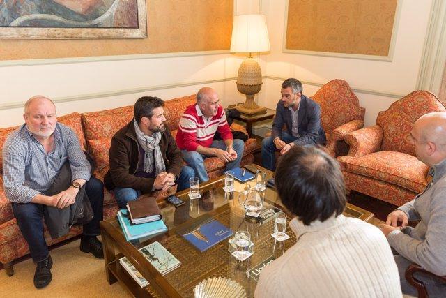 Xulio Ferreiro con el comité de Alcoa