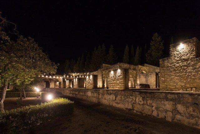 Imagen nocturna de Medina Azahara