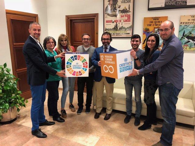 Pedro Rivera se reúne con las asociaciones vinculadas al comercio justo