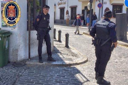 Detenido un menor por el robo con violencia de un móvil de alta gama en calle Elvira de Granada