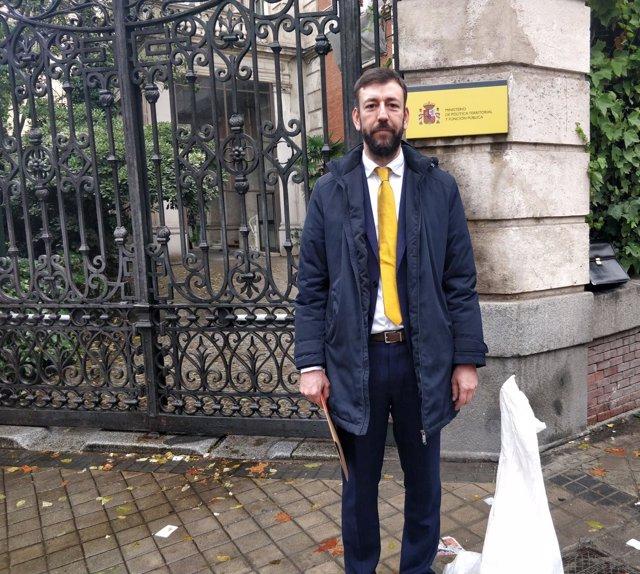 El alcalde de Tui (Pontevedra) urge en Madrid el inicio del desescombro