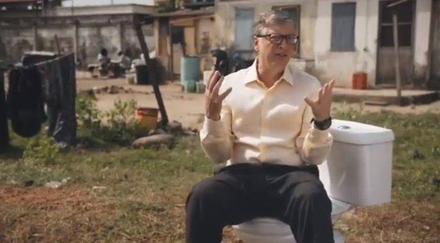 Bill Gates presenta el inodoro del futuro, que no necesita agua para funcionar