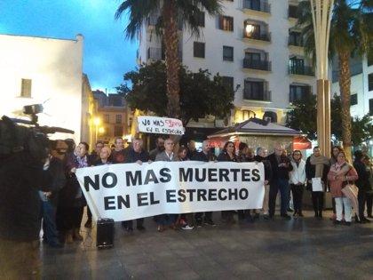 Más de medio centenar de personas se concentran en Algeciras (Cádiz) para pedir que se eviten más muertes en el Estrecho