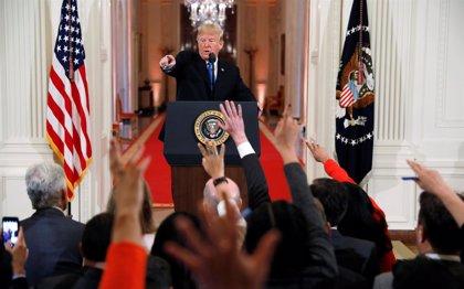 Trump se enfrenta a los periodistas en la rueda de prensa sobre las midterms a cuenta de la migración y el racismo