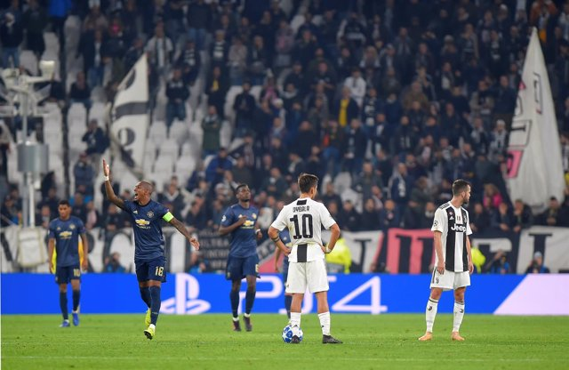Soccer Football - Champions League - Group Stage - Group H - Juventus v Manchest