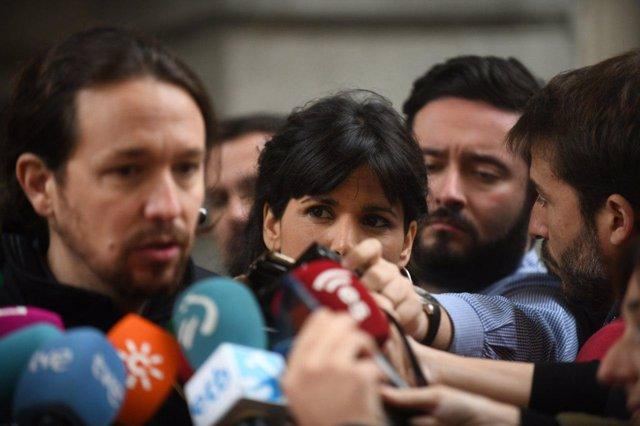 Pablo Iglesias y Teresa Rodríguez, en declaraciones a los medios en Madrid