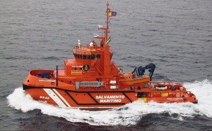 Salvamento rescata a 15 magrebíes de una patera localizada cerca de Trafalgar, en Cádiz