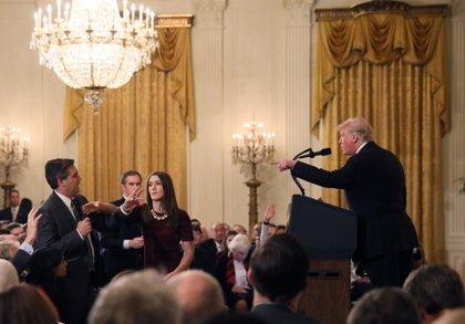 Periodistas en la Casa Blanca rechazan la expulsión de Acosta y exigen que se le devuelva la acreditación