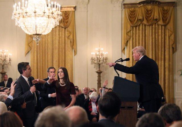 Trump ordena que le quiten el micrófono a Jim Acosta, de CNN