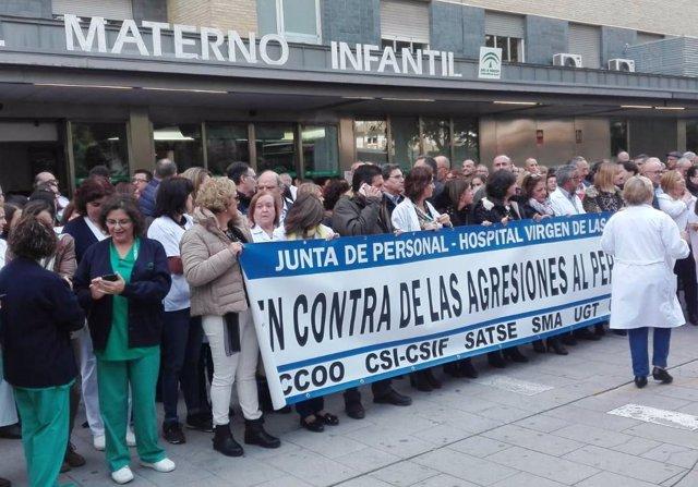 Trabajadores se concentran en Granada contra las últimas agresiones