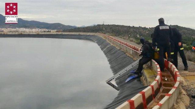 Efectivos del SIAB tratan de rescatar al cazador fallecido en la balsa
