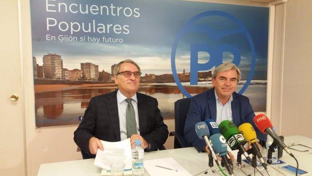 El diputado del PP Ramón García Cañal en rueda de prensa junto a Mariano Marín