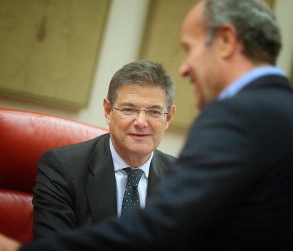 """Catalá ve con """"tristeza"""" la renuncia de Cospedal a su escaño porque no ha sido """"demostrada ninguna actividad ilegal"""""""