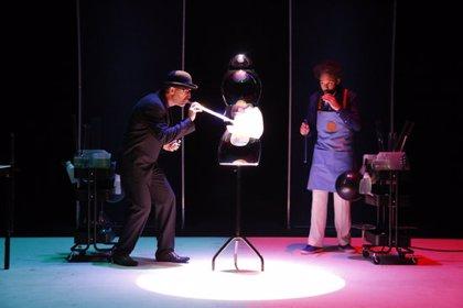 Pep Bou estrena 'Bloop!' a Temporada Alta, un muntatge poètic on continua innovant amb les bombolles