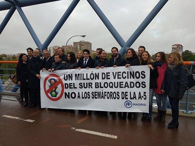 PP protesta contra los semáforos de la A-5