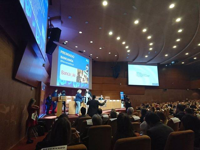 Fundación Microfinanzas BBVA, premiada por Corresponsables por la historia de la