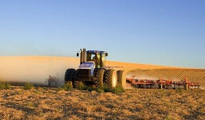 Planas garantiza a COAG que el impuesto al diésel no afectará al gasóleo profesional agrícola