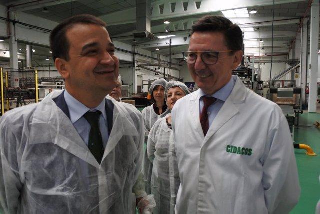 El consejero de Agricultura, Francisco Martínez Arroyo, en su visita a Cidacos