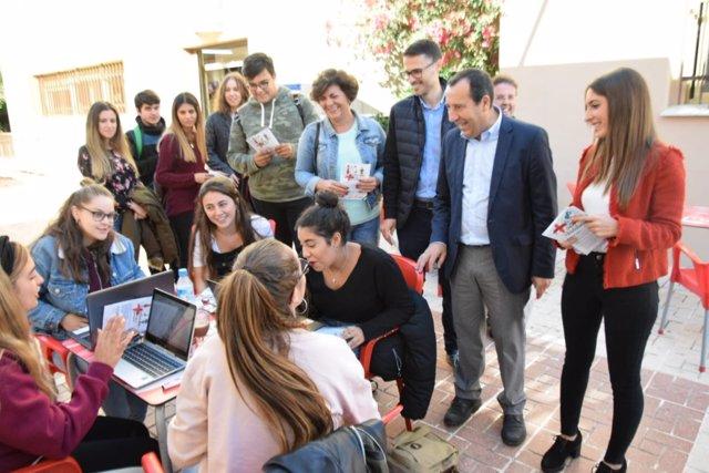 José luis ruiz Espejo con universitarios malagueños campaña 2D andalucía