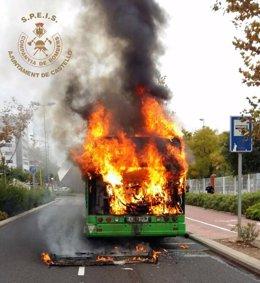 Autobús incendiado en Castellón