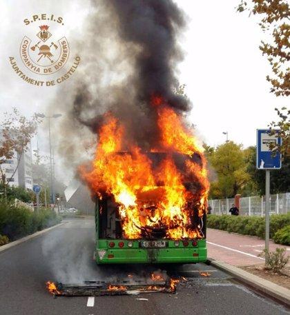 Un autobús urbano se incendia en Castellón cuando circulaba sin pasajeros